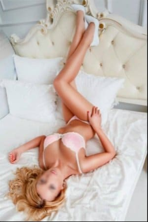arya for sexy massage in london