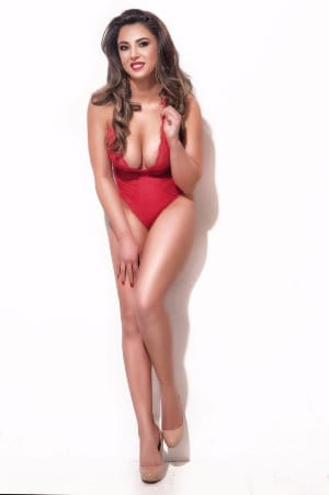 caroline provides both incalls and outcalls in London