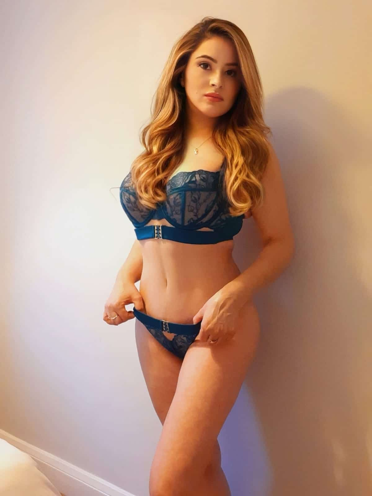 amira offers a real sexy massage service